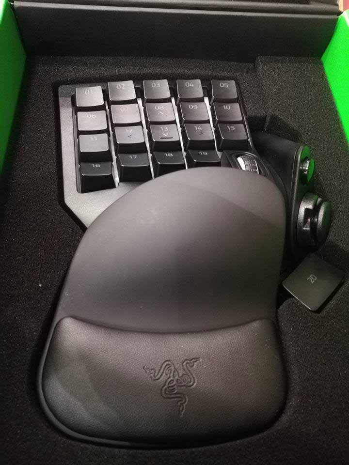 Razer Tartarus V2-32 Progammable Keys after opening the cover
