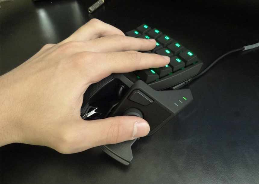 Playing Game using Razer Orbweaver Chroma